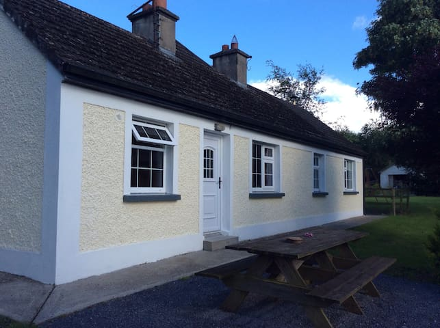 2 Bedroom Cosy Cottage - Bennettsbridge - Byt