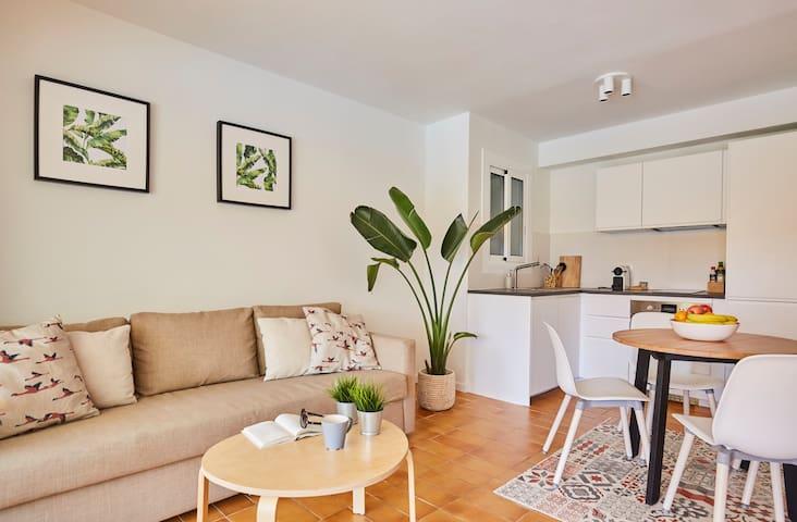 Newly renovated beachfront resort apartment