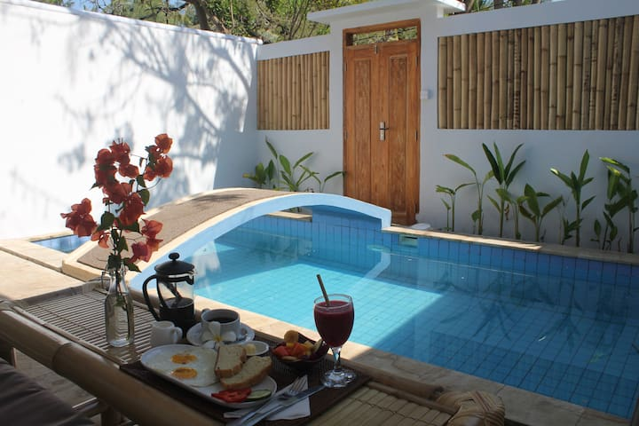 "Sea La Vie Meno ""Kayu"" private pool w breakfast"