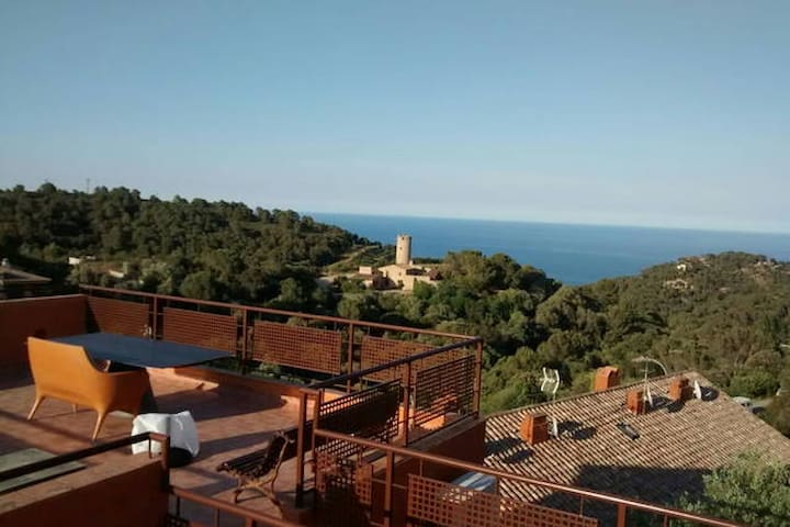 Begur. Duplex,  with sea and mountain views.