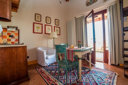 Spacious and panoramic loft apartment at L'Olmo - Bettona