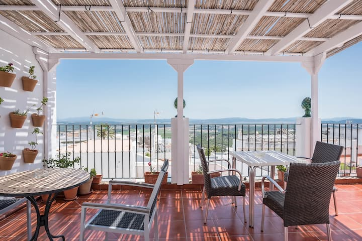 "Rustic Holiday Apartment ""Casa La Costanilla Apartamento F"" with Roof Terrace and Wide View, Air Conditioning, Wi-fi & SAT-TV"
