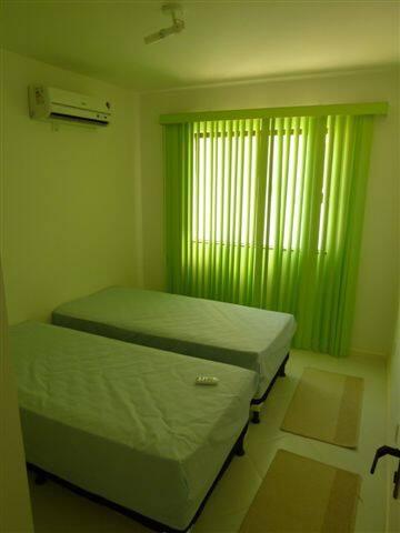 Quarto com 2 camas de solteiro e ar condicionado