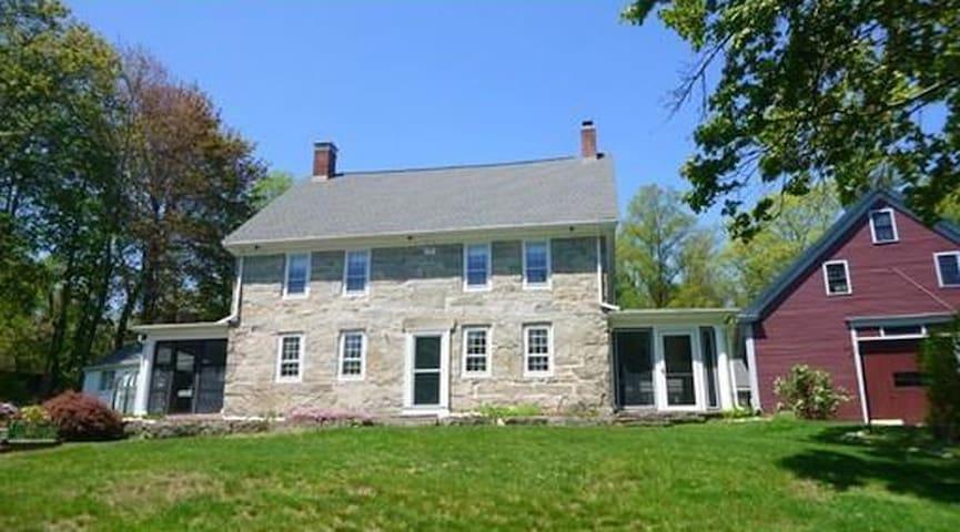 1790 Stone Manor