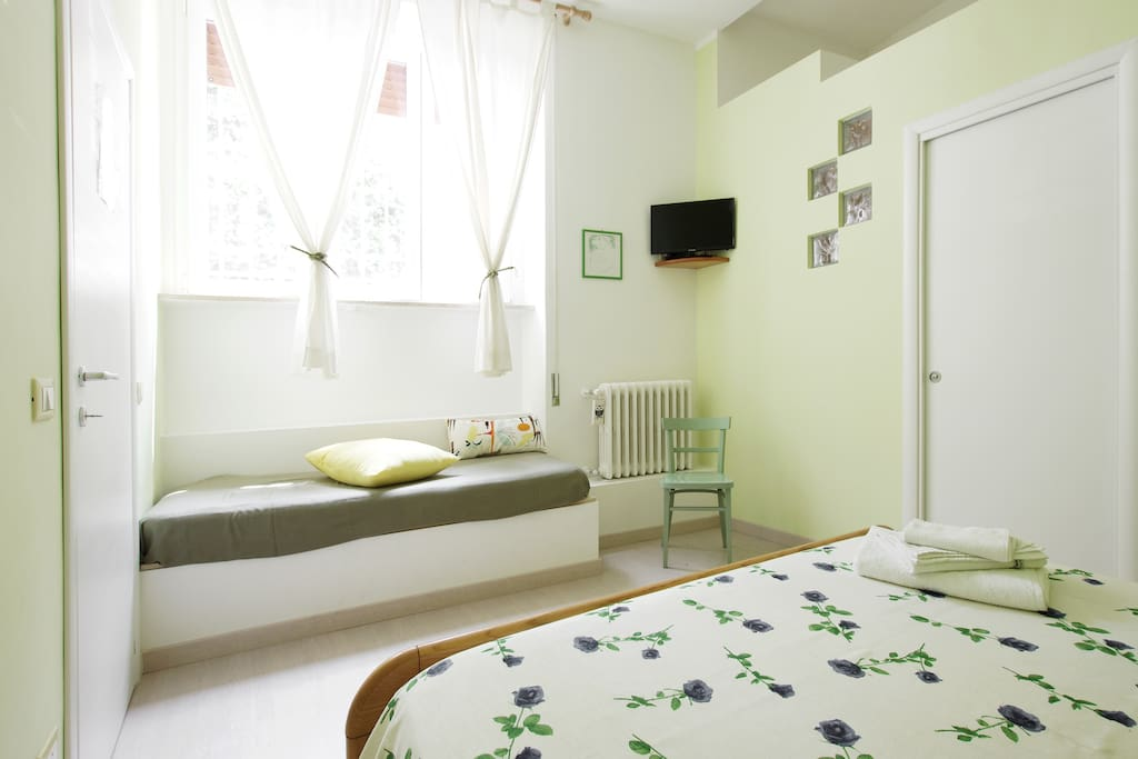 Green bedroom with double bed+single bed and ensuite bathroom