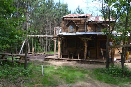 Hillbilly Hilt'n near the Dells! Sleeps 7- Fun!