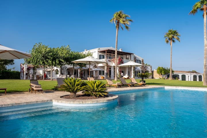 Magnificent finca w/ mini-golf, pools, padel & spa