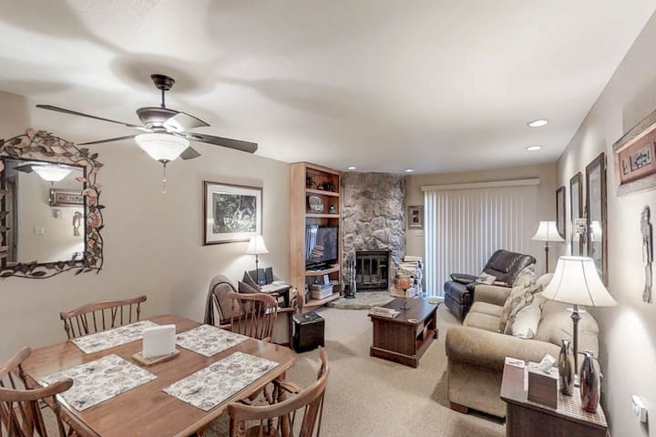 Skier's paradise in Cascade Village w/ shared pool, hot tub & sauna
