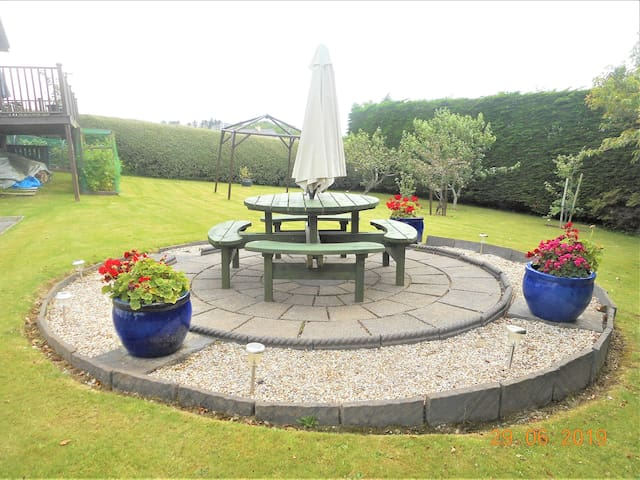 Outdoor seating area, private gardens
