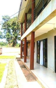 8 Square GF - quiet, airy apartment - Καμπάλα