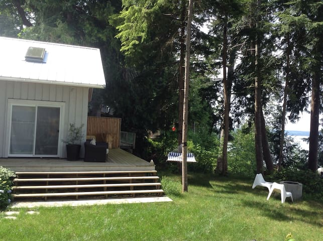 Silver Cloud Bed and Breakfast - Savary Island