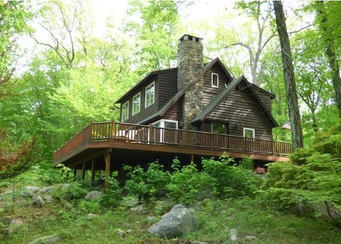 Charming Cabin 90 Minutes from NYC!