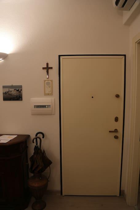Porta ingresso dell'appartamento
