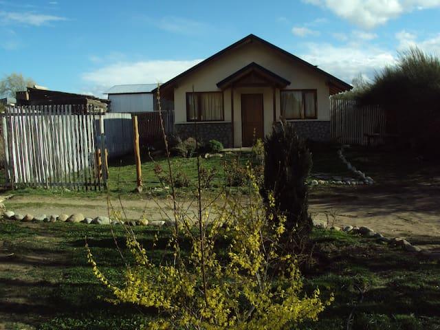 Cabañas a 20 minutos de bariloche - Dina Huapi - Cottage