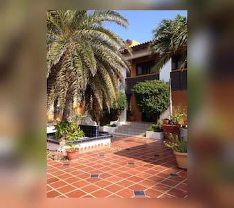Cozy villa near the highrise hotels - Oranjestad