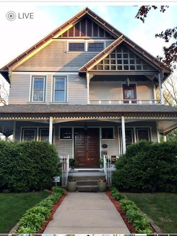 Historic Burton Home: 3 cozy bedrooms