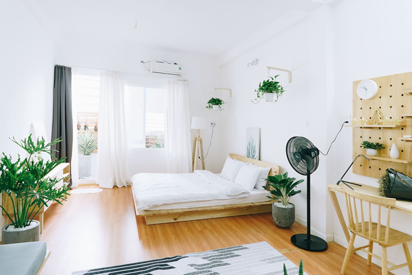 Welcome to B's Home No.3. The bright, sunny view of the apartment will make you relaxed
