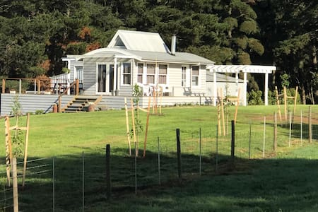 Childers Country Cottage ('Hollydale')