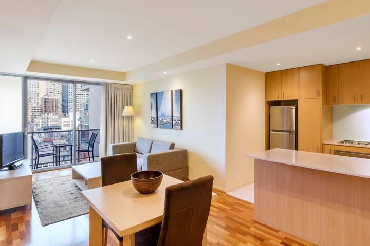1 Bedroom Apt in heart of Melbourne CBD