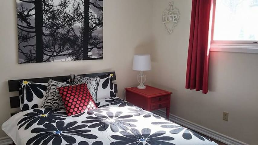 Beautiful and newly decorated Large Guest Room