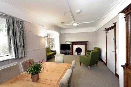 Friar's Croft Luxury Villa - Stirling