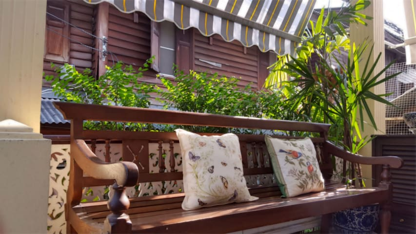Grand+Tranquil Room in Colonial House + Breakfast - Bangkok - Pousada