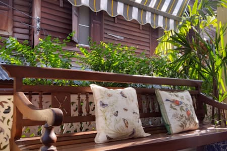 Grand+Tranquil Room in Colonial House + Breakfast - Bangkok - Bed & Breakfast