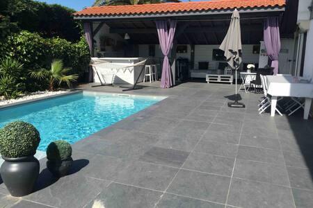 Bidart plage chambre  privée ds villa avec piscine