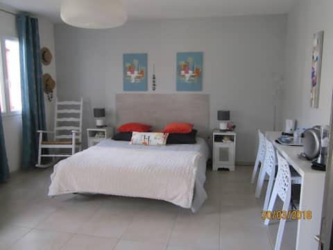 Chambre dans Villa Nais .