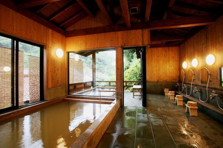 Relax and enjoy and Onsen with an old-fashioned Onsen Town!「温泉津温泉」の旅館/本館和室12.5畳【Breakfast included】