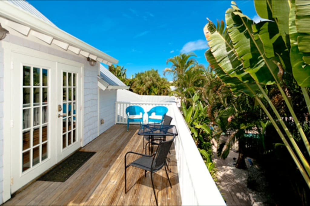 Great private deck.  Perfect for coffee or stargazing at night
