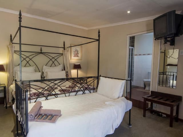 Hebron Haven Hotel - Double With shower Only