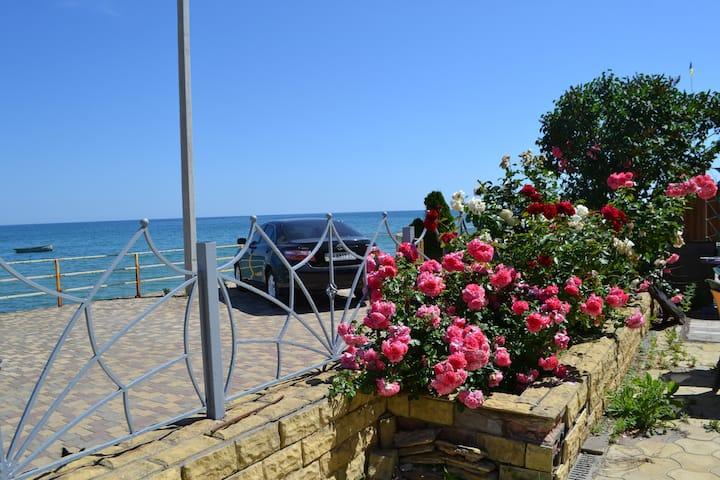 Коттедж 1 линия у моря, пляж, 3 комнаты. Санжейка