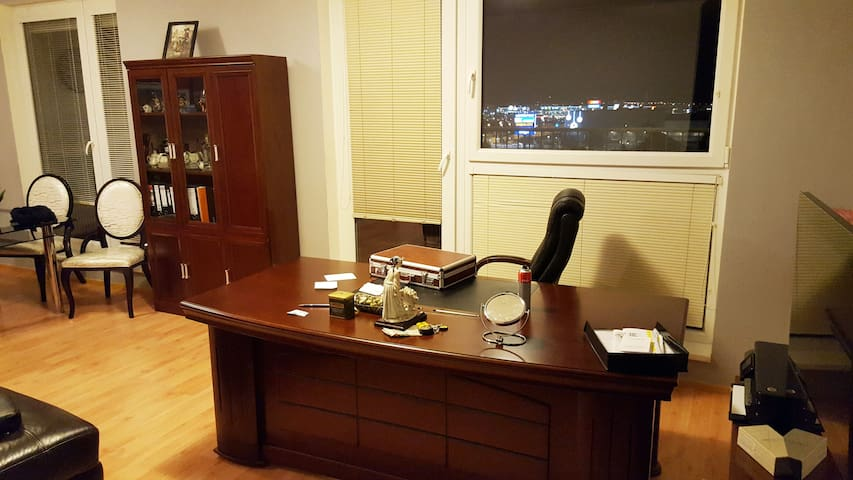 Nice Flat/Two terraces/airport 20min/Center 25min - Praag