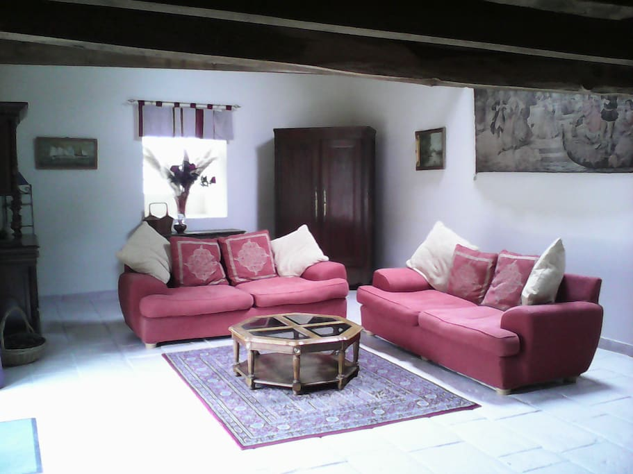 Spacious Lounge with vaulted ceiling