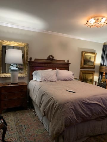 Homewood luxurious Condo  in the heart of the city