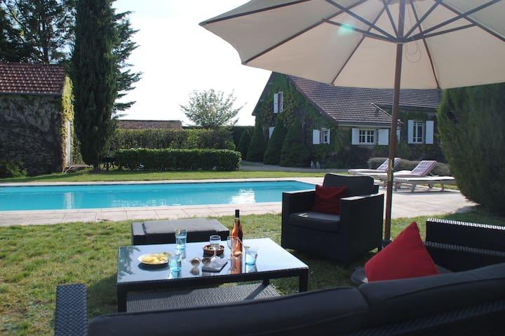 Magnífica mansión en Borgoña con piscina