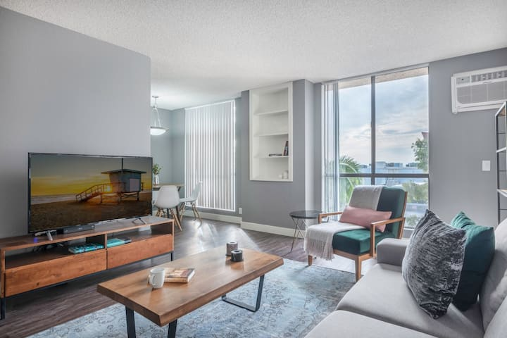 Heart of WeHo 1BR w Pool + Gym walk to Sunset Blvd by Blueground