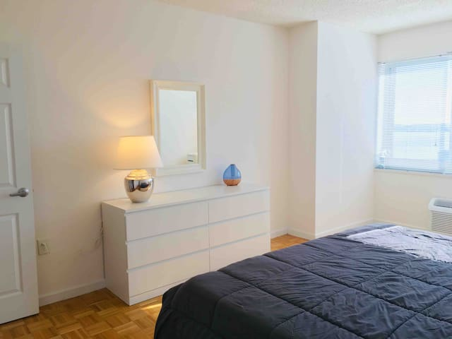 7 Mins To NYC ! Spacious King Bed Private Room