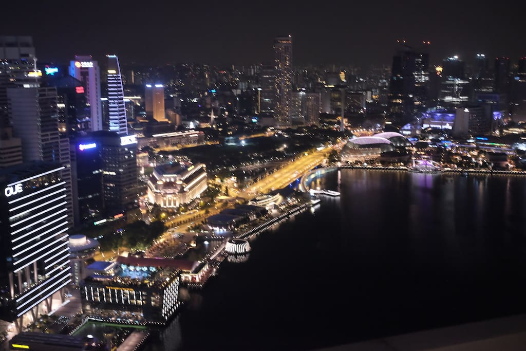 Stunning View the Merlion Park, Esplanade... from our balcony