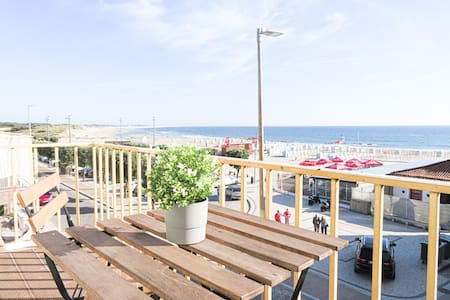 Beautiful 2 bedroom apartment, front of the beach