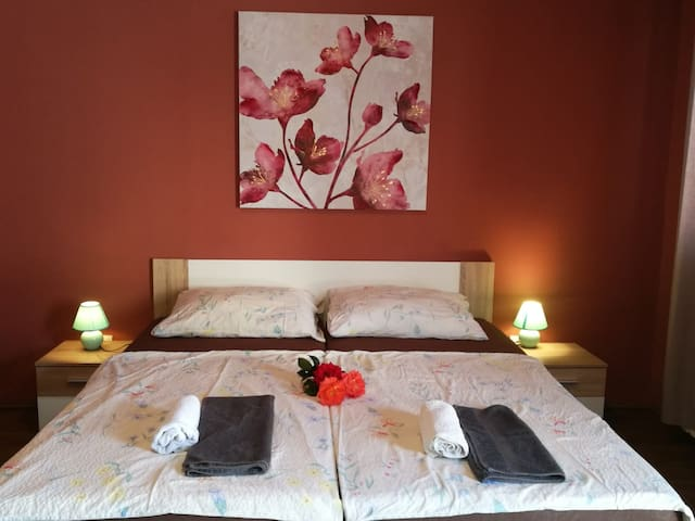 City Break Rooms- Barcelona #1 *FREE PARKING*