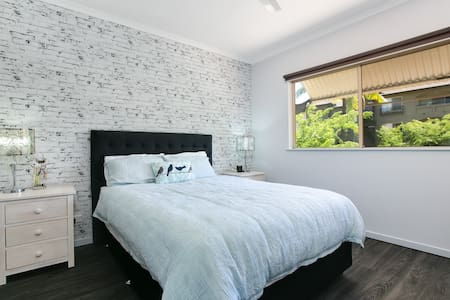 Luxury Unit in Cairns One - Free Wifi & Comfy Bed - Westcourt
