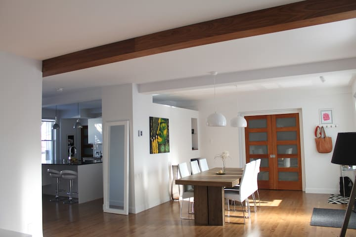 Modern condo Downtown Quebec City (1-3pers)