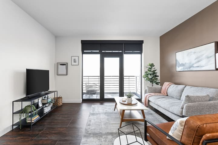 Spacious Luxe 1BR at Ironworks - Industrial Vibes