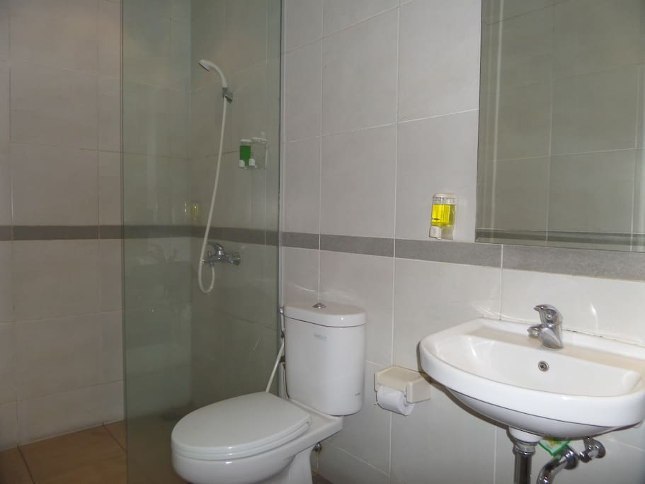Bathroom with hot/cold shower