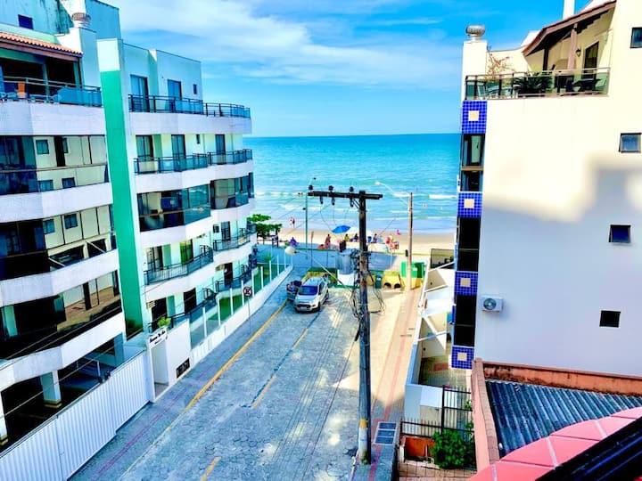 Apartamento pé na areia com excelente vista do mar