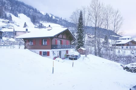 Charming Swiss chalet with amazing view over lake - Emmetten - Dağ Evi