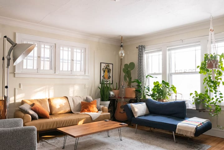 Cozy Historic Apartment on Grand Avenue