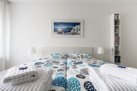 Cozy room with private bath - Modern & Bright
